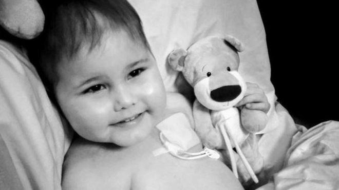 Понад 6 тисяч людей виявили бажання стати донором стовбурових клітин для хлопчика, хворого на лейкемію.