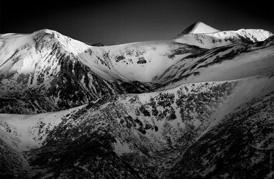 Фотограф показав величні Карпати через чорно-білу призму (ФОТО)