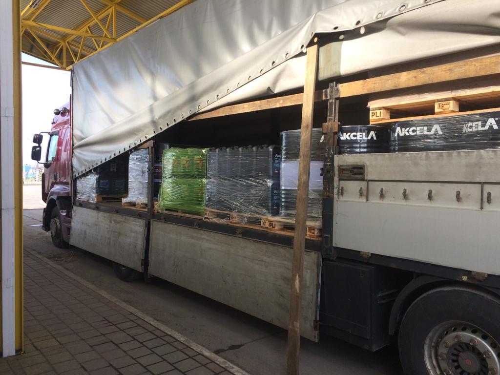 На митному посту «Тиса» Закарпатської митниці Держмитслужби в припинено незаконне ввезення в Україну гідравлічної та моторної оливи.