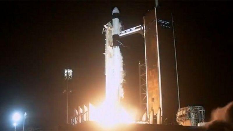 Ракета-носій Falcon 9 компанії SpaceX з кораблем моделі