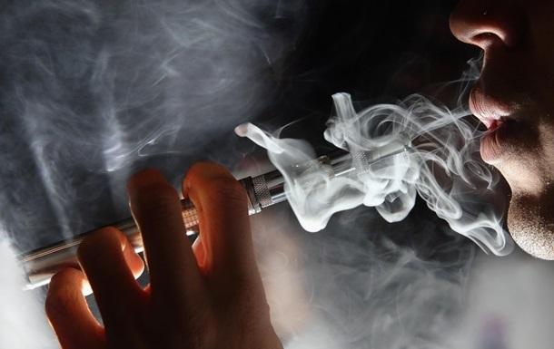 Вчені назвали головну небезпеку електронних сигарет - масляну форму вітаміну Е. Вдихання масляної форми може бути небезпечним.