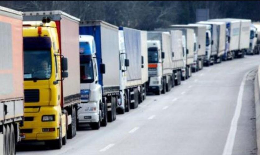 У Верховній Раді з'явилися законопроекти про введення плати за користування автомобільними дорогами для вантажного транспорту з дозволеною загальною масою 12 тонн і більше.