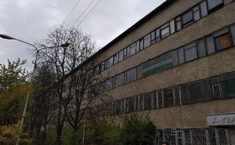 На електронний аукціон OpenMarket (Державне підприємство «СЕТАМ» Міністерства юстиції) виставлено арештовану будівлю ужгородського машинобудівного заводу «Тиса». Стартова ціна лоту – 7 201 264 грн.