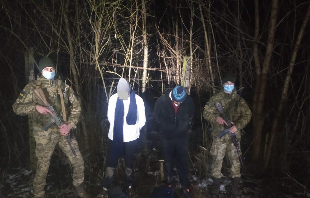 Учора Берегівський районний суд обрав запобіжний захід іноземцю, якого підозрюють в організації незаконного переправляння осіб через кордон України.