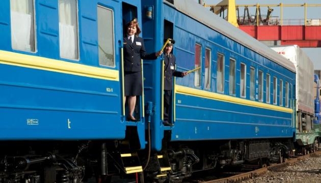 """""""Укрзалізниця"""" анонсувала спецрейси до червоних зон. Зокрема передбачене сполучення між Запоріжжям та Ужгородом."""