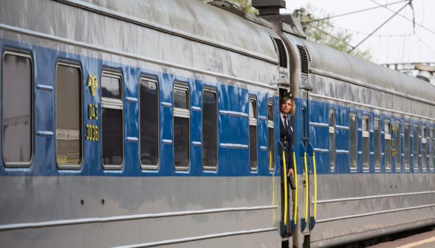 """У потязі номер 017О """"Харків-Ужгород"""", на шляху до Києва, пасажири випивали та порушували громадський порядок. Трьох чоловіків зняли з поїзду."""