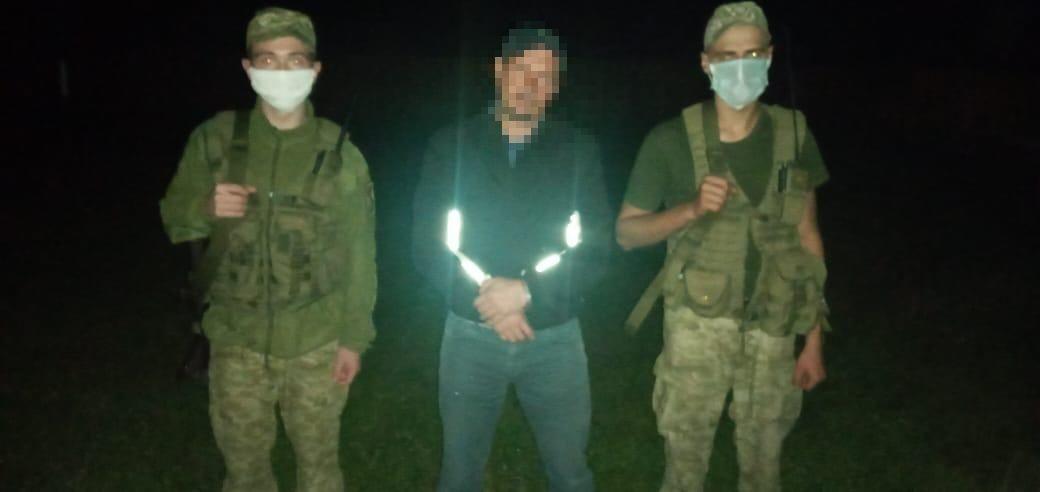 Спробі незаконного переміщення до Румунії чималої партії сигарет запобігли учора прикордонники відділення «Дюла» Мукачівського загону.