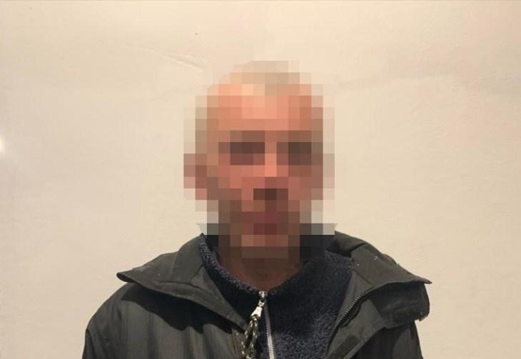 В городе Виноградове ранее судимый злоумышленник проник в дом пенсионерки, избил ее и забрал мобильный телефон.
