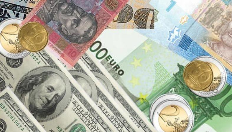 НБУ знизив курс нацвалюти на п'ять копійок. Так, вартість американської валюти знову перевищила психологічну позначку в 24 гривні.