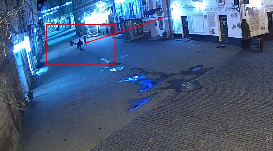 Це уже не перший випадок крадіжки решіток в Ужгороді.