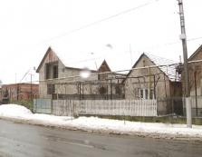 Сусіди та правоохоронці розповіли про обставини страшного вбивства у Підвиноградові / ВІДЕО