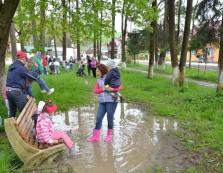 Для жителів Ясіня відпочинок у парку перетворюється у справжнє випробування