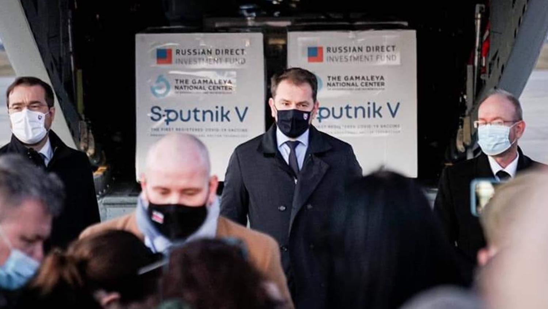 Премьер-министр Словакии Игорь Матович защищает решение о покупке в ЕС незарегистрированной российской коронавирусной вакцины Sputnik V.