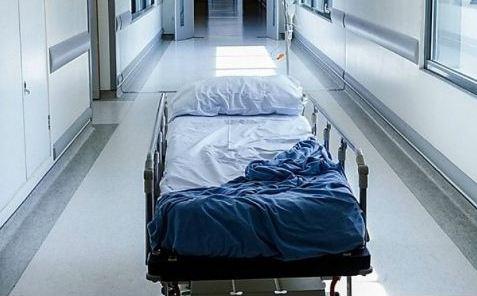 35 – ти річну жінку, яку на Святвечір в Тячеві жорстоко побив співмешканець з смт.Буштина і вбив її двох дітей,  вчора виписали з Тячівської райлікарні.