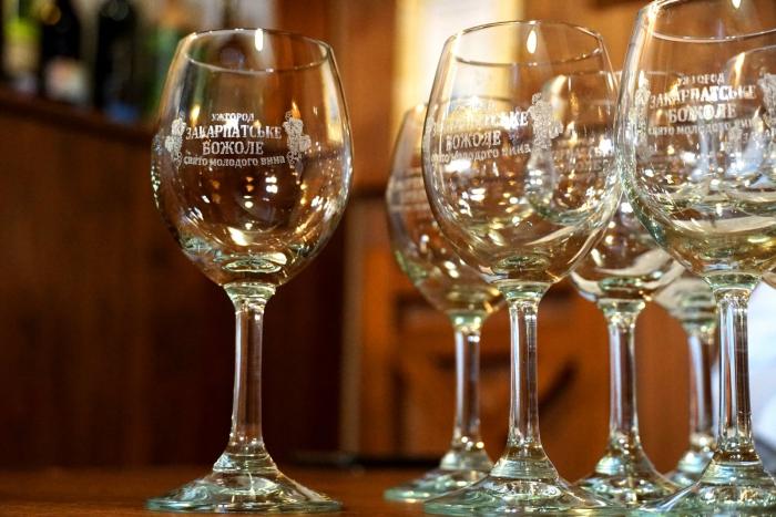 Як повідомив сьогодні на пресконференції голова Спілки приватних виноградарів та виноробів Закарпаття Олександр Ковач, завжди «Божоле» в Ужгороді проводили, як і у Франції, у треті вихідні листопада.