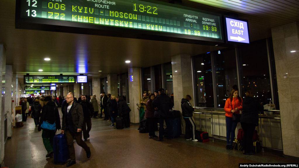 Кишенькові злодії пропонували начальнику поліції залізничного вокзалу у Києві 1200 доларів хабаря за «кришування».