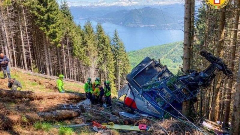 За даними рятувальників та ЗМІ, щонайменше 12 людей загинули внаслідок падіння кабіни на канатній дорозі біля озера Маджоре на півночі Італії.
