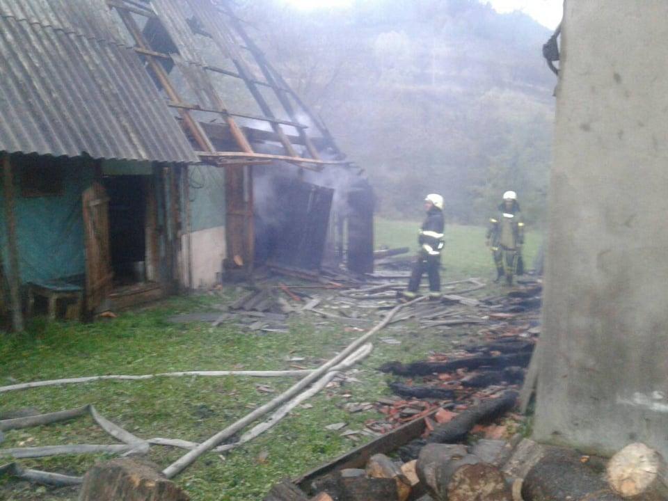 Сьогодні, 9 жовтня, о 05:12 в оперативно-рятувальну службу надійшла інформація про пожежу в житловому будинку в с. Лубня Великоберезнянського району.