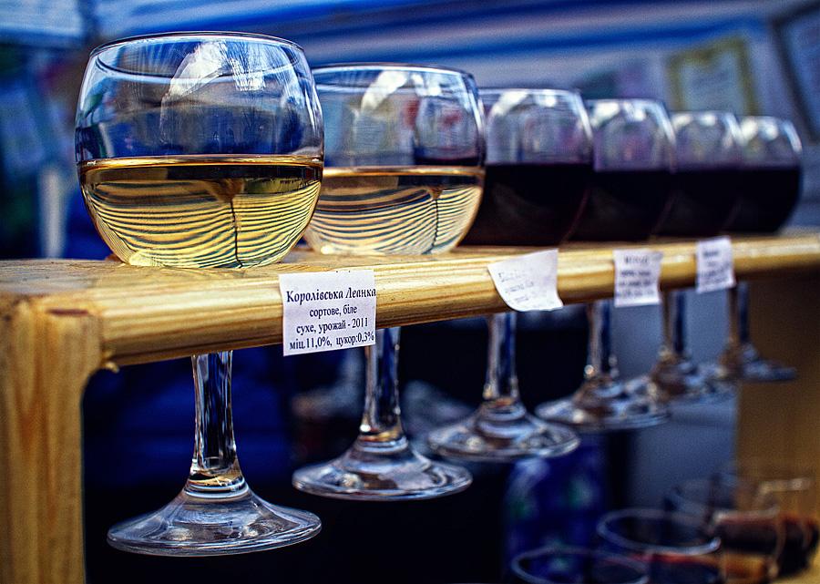 12-14 листопада в Ужгороді, на вулиці Ракоці  та у «Совиному гнізді» проведуть року свято молодого вина «Закарпатське Божоле».