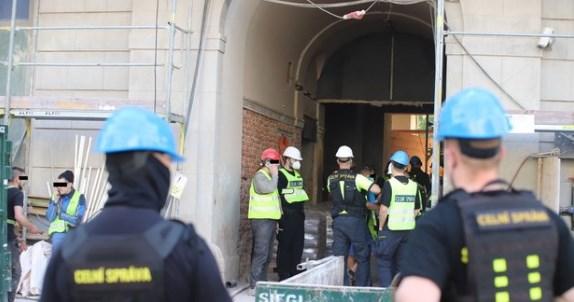 На будмайданчиках в центрі Праги кілька днів тому співробітники Митного управління Чехії розпочали перевірки, метою яких було виявлення нелегальних працівників.