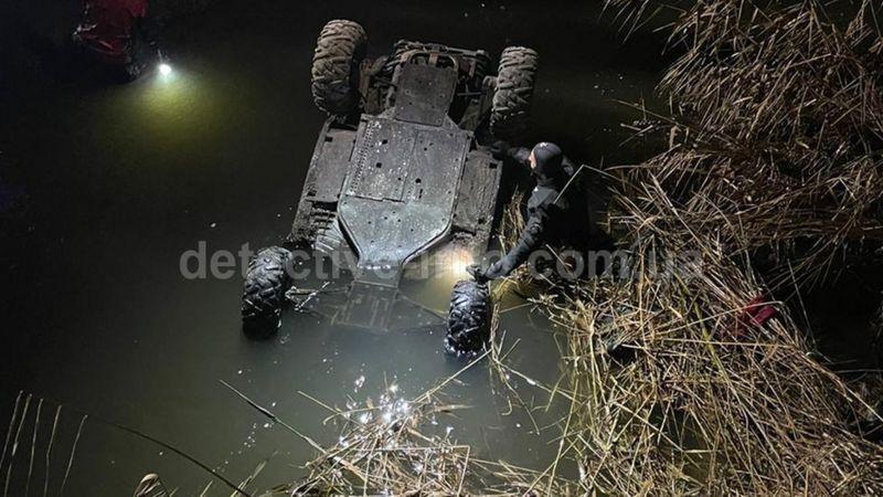 У ДТП загинув син політика та бізнесмена Геннадія Корбана - за даними медіа, він зірвався у річку на позашляховику-баггі та не зміг вибратися, адже був пристебнутий. З ним загинула його однокласниця.