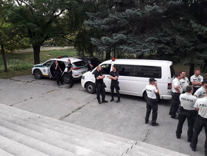 Поліцейські з Трнави разом із інспектором праці здійснили рейд, спрямований на контроль за перебуванням іноземців.