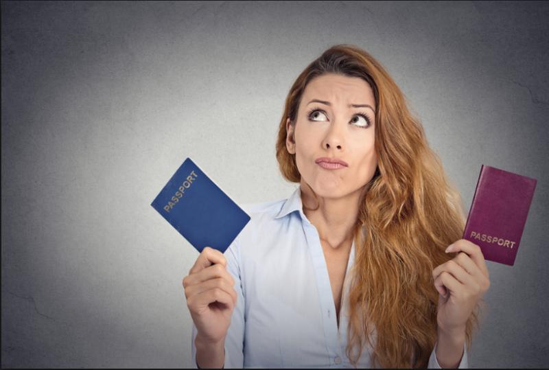 Громадянин України може вийти з громадянства або втратити його. Відібрати громадяство згідно Конституції неможливо.