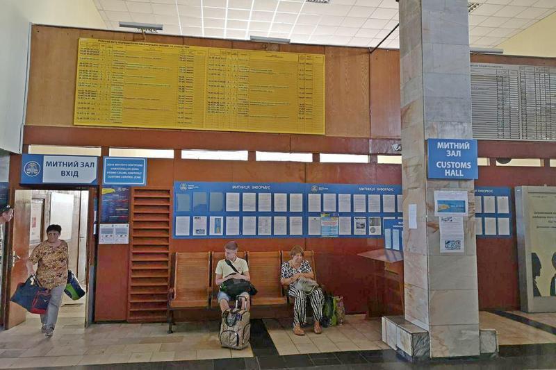 До написання блогуОлександра Рудоманованаштовхнула жительки Сербії, яка розповіла, що ледь знайшла механізм пересадки у Чопі на міжнародні поїзди.