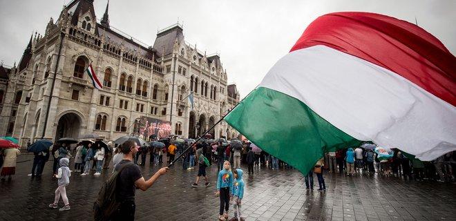 Двоє українців намагалися перевезти транзитом через Угорщину до Австрії 8 мігрантів.