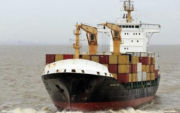 Біля берегів Нігерії пірати напали на судно і викрали 10 членів екіпажу, в тому числі, українця.