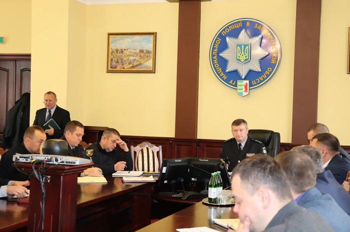У Мукачеві нещодавно, завдяки злагодженим діям працівників поліції, на вулиці було зупинено чоловіка, у якого при поверхневому огляді виявили гранату.