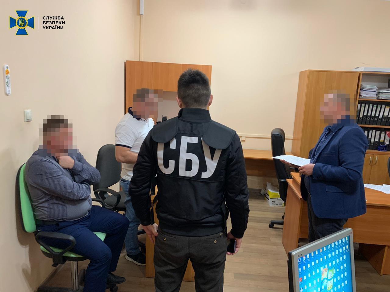 Служба безопасности Украины разоблачила и заблокировала схему масштабного хищения лесных ресурсов на предприятиях Мокрянского и Великоберезнянского государственного лесного хозяйства.