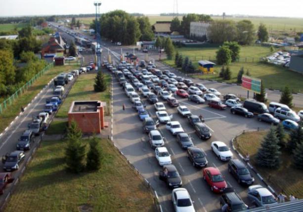Найбільше авто стоїть на кордонах з Угорщиною.