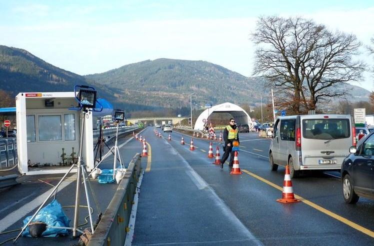Інцидент трапився на прикордонному контролі у Вальсерберзі (Німеччина).