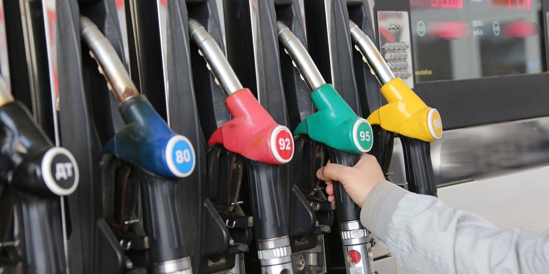 Роздрібні мережі АЗС в період з 19 по 26 лютого підняли ціни на бензини і дизельне паливо на 0,3-2 грн/л, що в середньому дало плюс 1,25 грн/л.