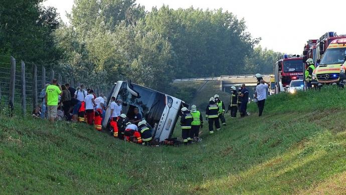 Одна людина загинула і 34 були травмовані в результаті дорожньо-транспортної пригоди з автобусом в Угорщині.
