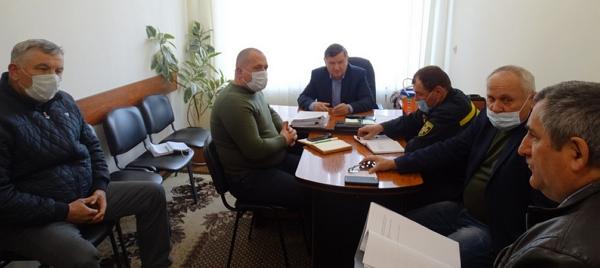 Сьогодні, 25 березня, у Виноградівській міськраді  відбулась нарада, що стосувалась вжиття додаткових заходів щодо запобігання поширенню  на  території   міста Виноградів коронавірусу COVID -19.