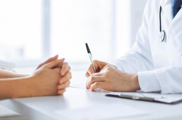 Кабінет міністрів України сьогодні дозволить сімейним лікарям видавати довідки, які засвідчують проходження повного курсу вакцинації від COVID-19.