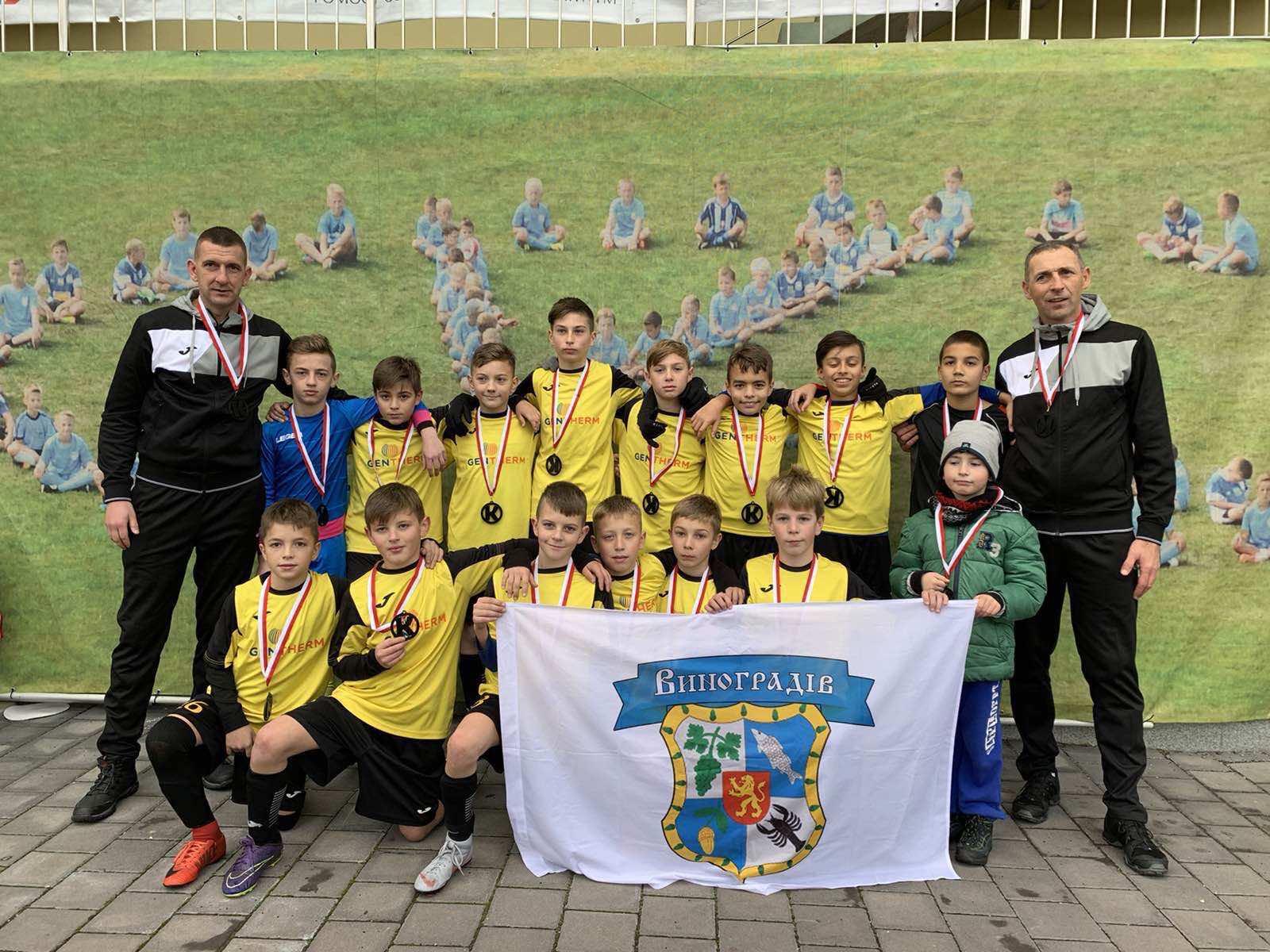 Іван Білак вчить футбольної майстерності юних талантів у Виноградівський ДЮСШ та очолює іршавську