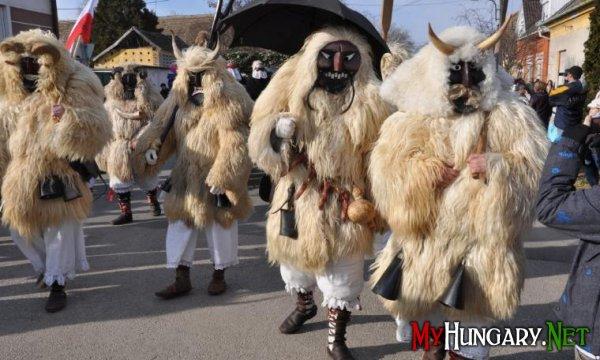 Карнавал Бушояраш та його численні заходи проходять в місті Мохач на півдні Угорщини.