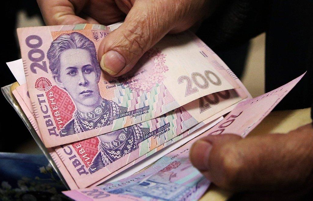 Перехід на отримання пенсій з готівкової на карткову форму відбуватиметься поступово – Шмигаль.