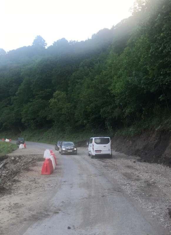 Про здійснення ремонтних робіт на постраждалій від паводку, у результаті тривалих дощів, дороги державного значення інформували у прес-центрі Закарпатської ОДА.