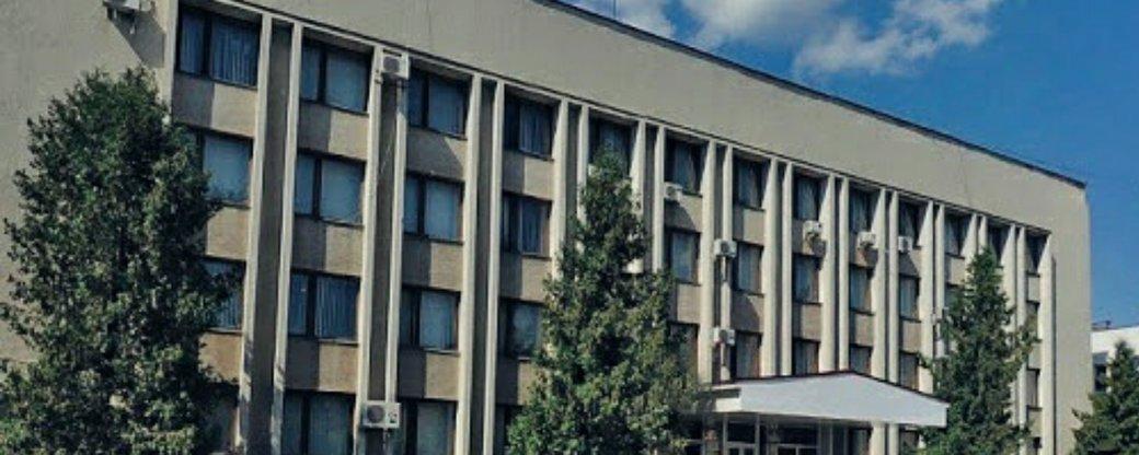 На заседание Мукачевского райсовета пришли 18 депутатов из 42. Об этом сообщил глава Закарпатской областной думы Алексей Петров.