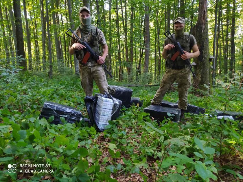 Незаконному переміщенню тютюнової контрабанди через українсько-румунський кордон запобігли вчора військовослужбовці Мукачівського прикордонного загону.