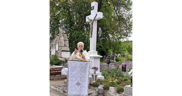 Ее отслужили на городском кладбище по случаю чествования памяти впервые свободно проведенной подобной церемонии ровно 30 лет назад именно здесь после выхода греко-католической конфессии из подполья.