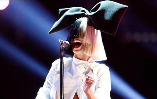 Співачка щойно представила нове відео на пісню Snowman. Шанувальники вже висловлюють своє захоплення новою роботою.