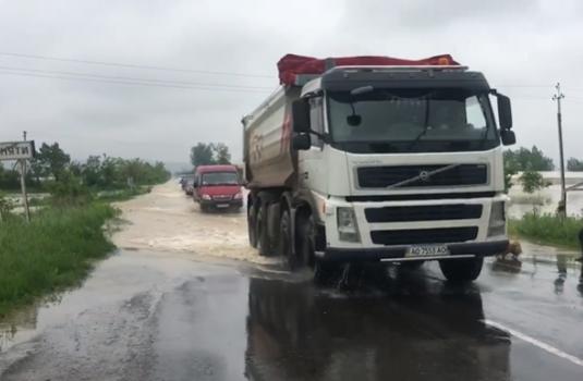 Затоплено дорогу між Ком'ятами і Сільцем ВІДЕО