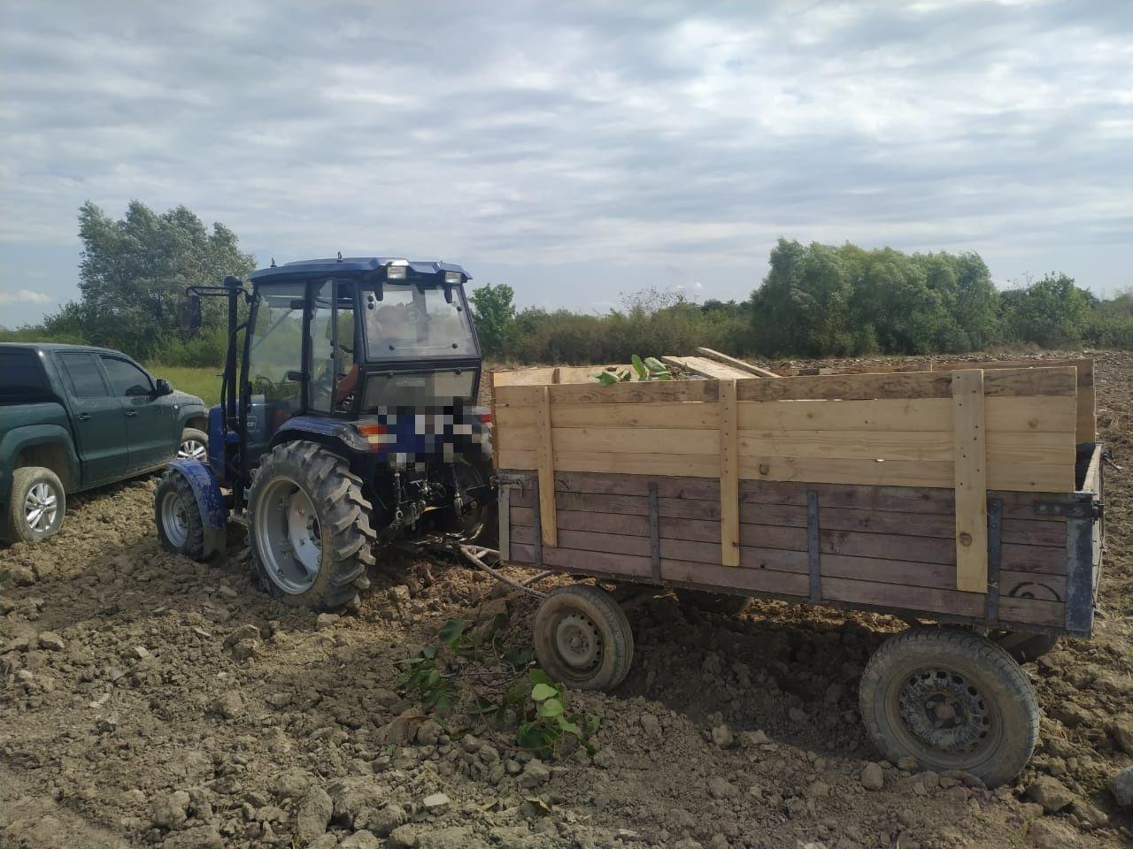 Учора, неподалік від кордону контрабандист на тракторі влаштував перегони прикордонникам.