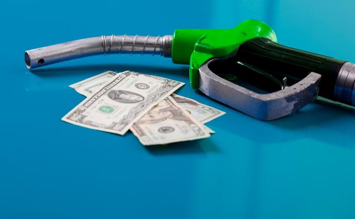 Уряд вирішив тимчасово перейти до ручного регулювання цін на нафтопродукти. Чим викликане таке рішення та хто постраждає?