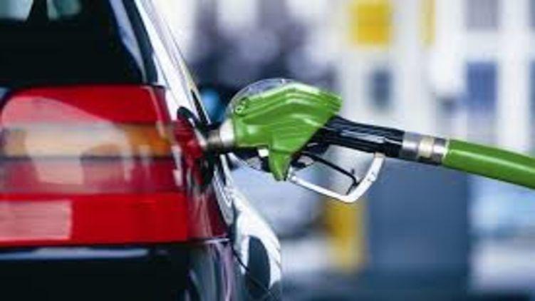 Якщо нафта продовжить дешевшати, ціни на бензин можуть впасти і до 15 гривень за літр.